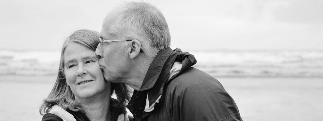 seniorer-kysser-friska